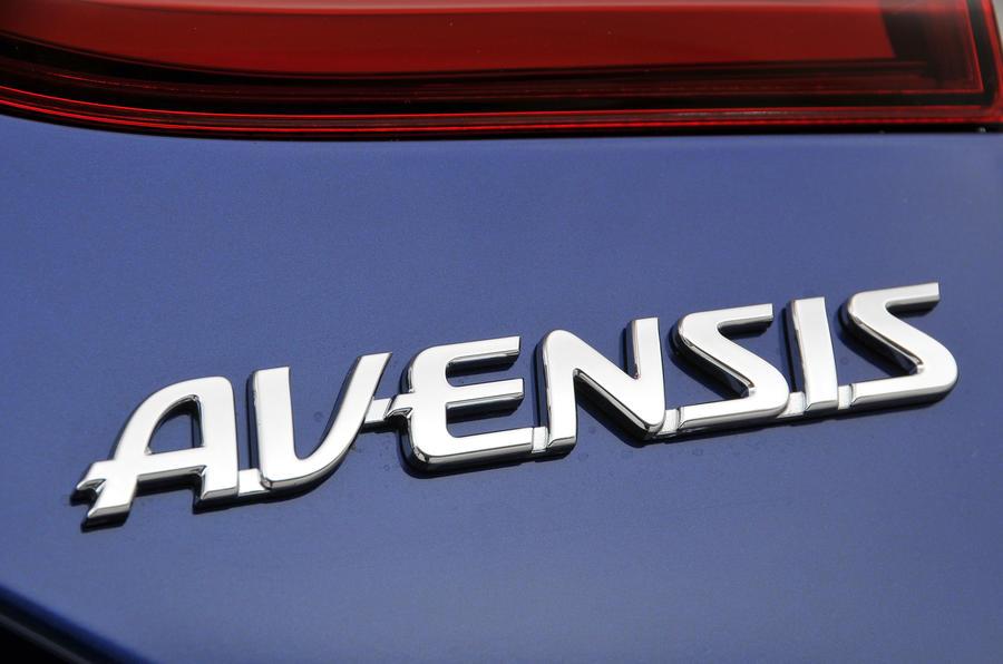 Toyota Avensis badging