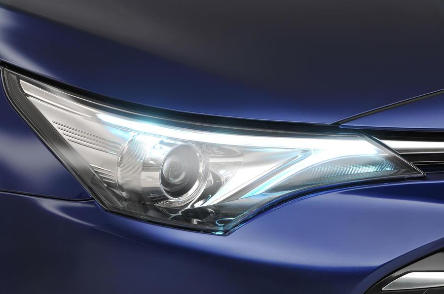 Toyota Avensis headlight