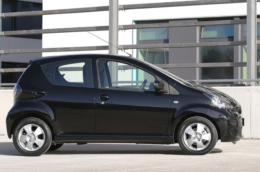 toyota aygo black launched autocar. Black Bedroom Furniture Sets. Home Design Ideas
