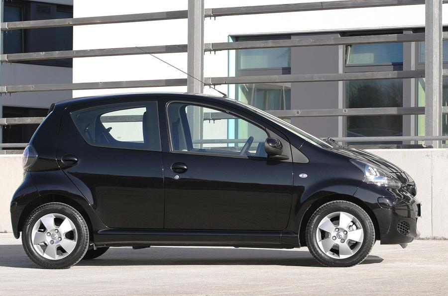 toyota aygo black launched autocar. Black Bedroom Furniture Sets. Home Design Ideas