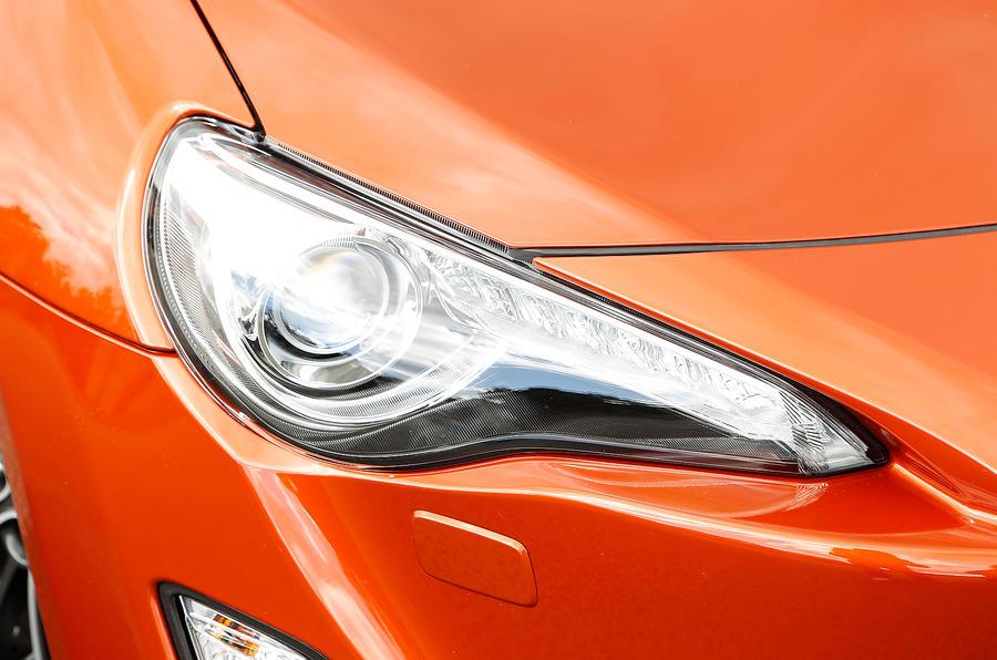 Toyota GT86 raked headlights