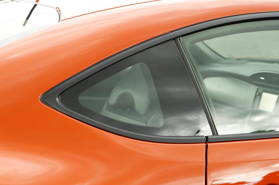 Toyota GT86 tiny porthole window