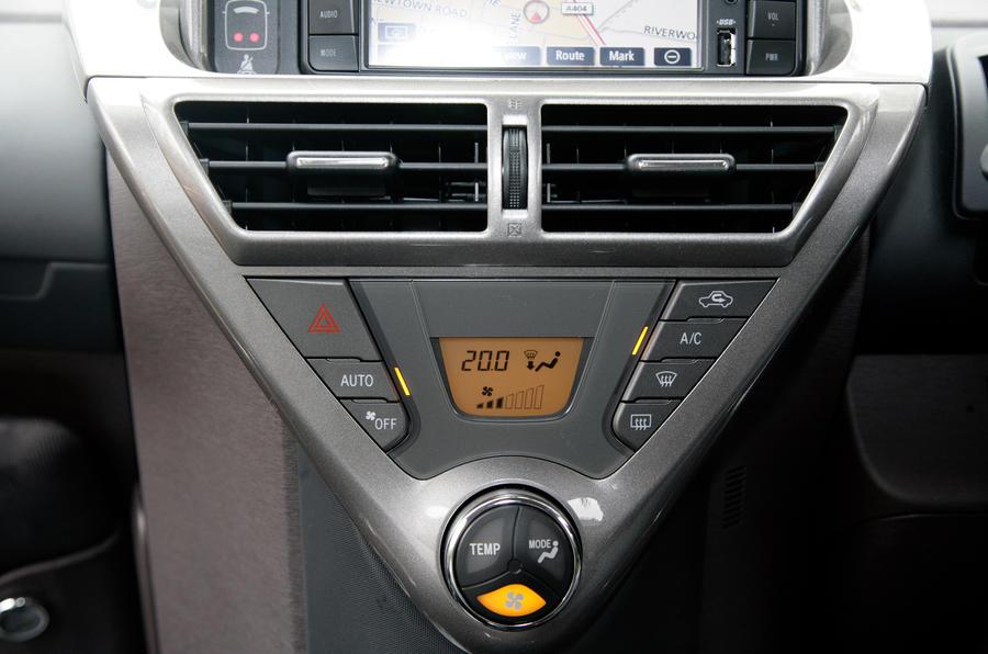 Toyota iQ centre console
