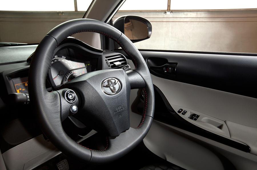 Paris motor show: 2011 Toyota iQ