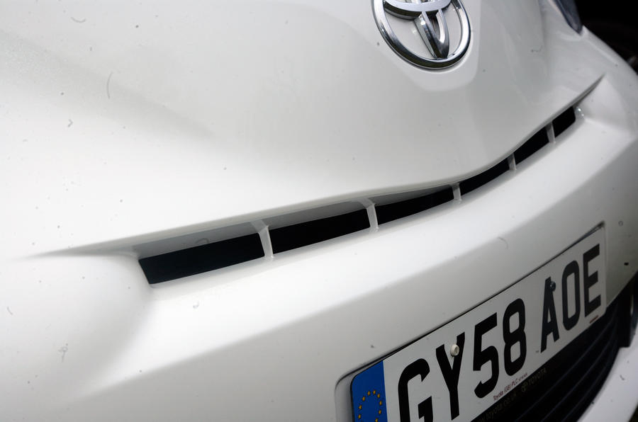 Toyota iQ front air intake