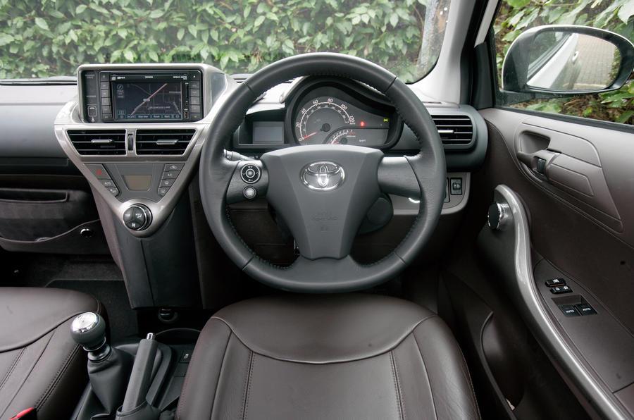 toyota iq 2009 2014 interior autocar