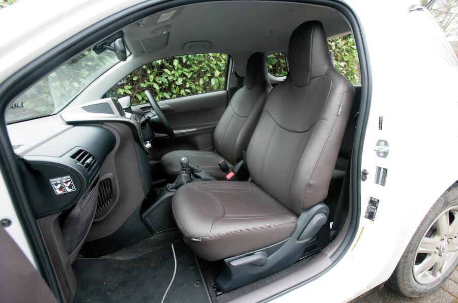 Toyota iQ front seats