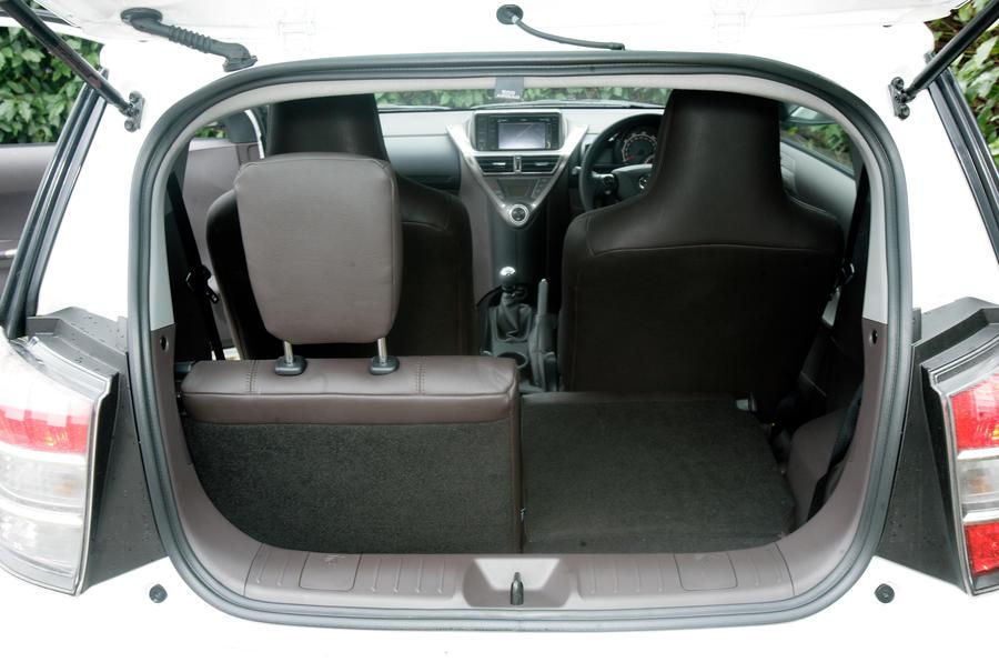 Toyota iQ boot space