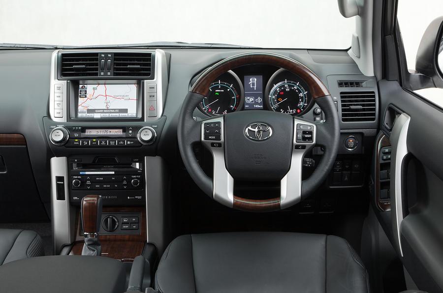 Toyota Land Cruiser V8 dashboard