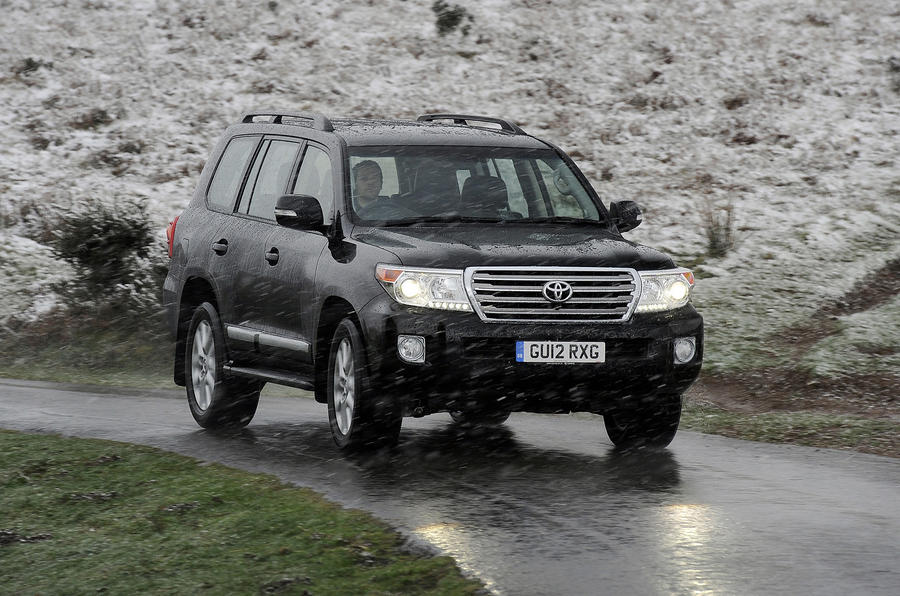 Toyota Land Cruiser V8 cornering