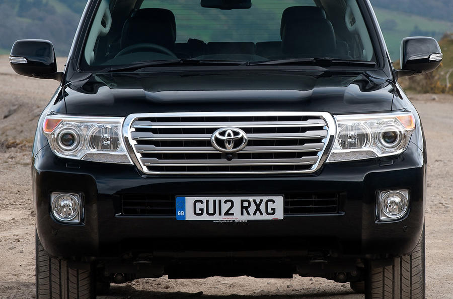 Toyota Land Cruiser V8 front end