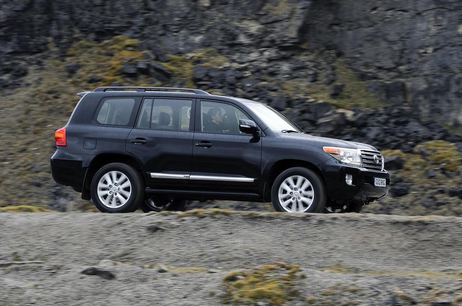 Toyota Land Cruiser V8 side profile
