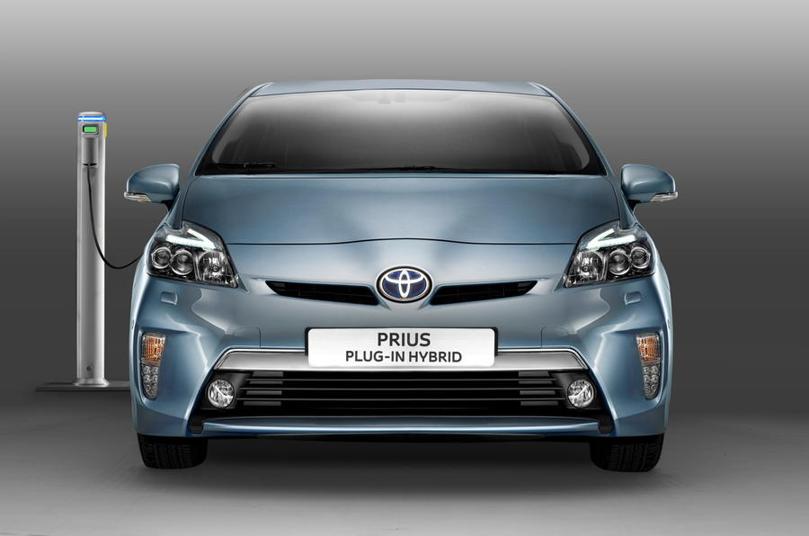 Prius Plug-in to cost £31,000