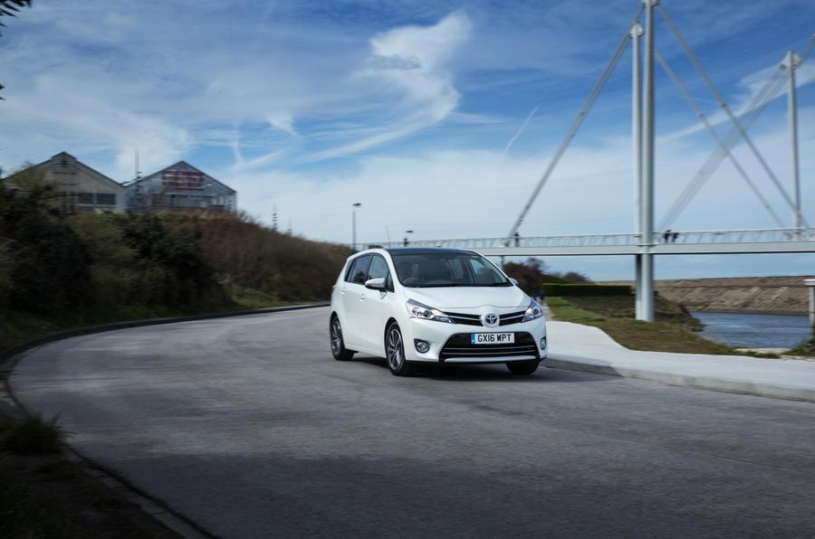 Toyota Verso cornering