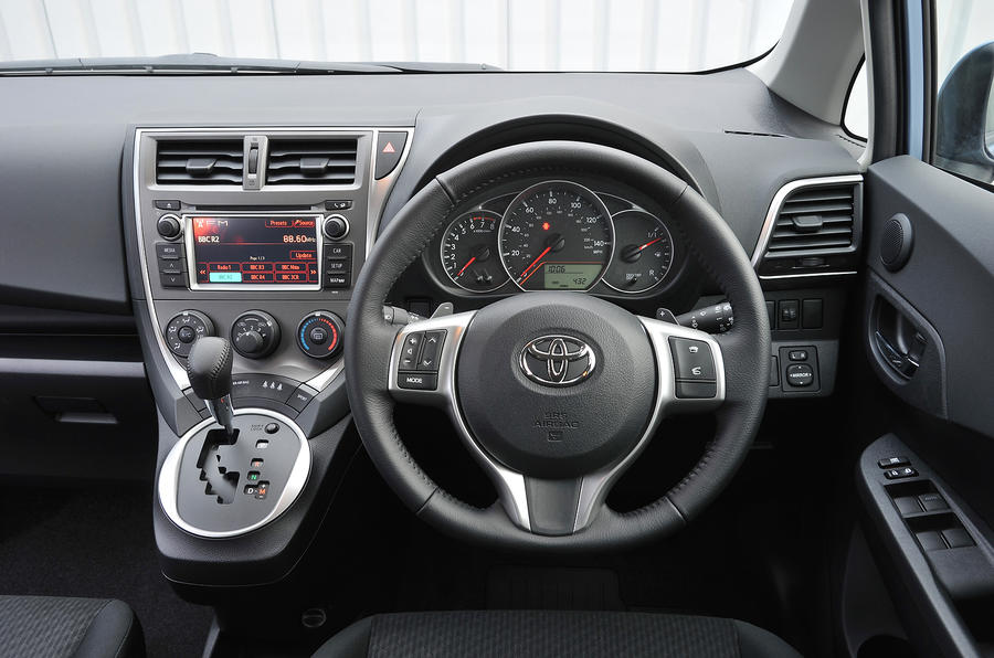 Toyota Verso-S dashboard