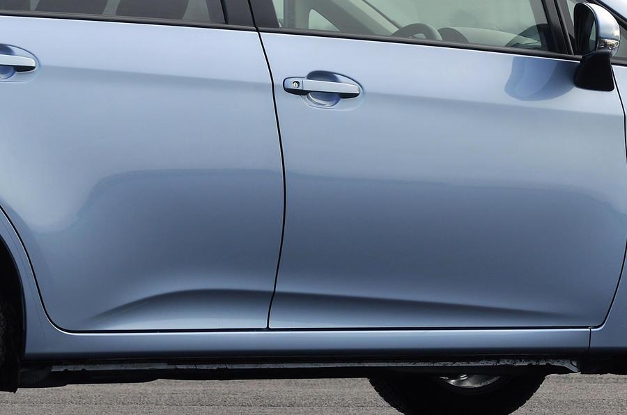 Recessed Toyota Verso-S door handles