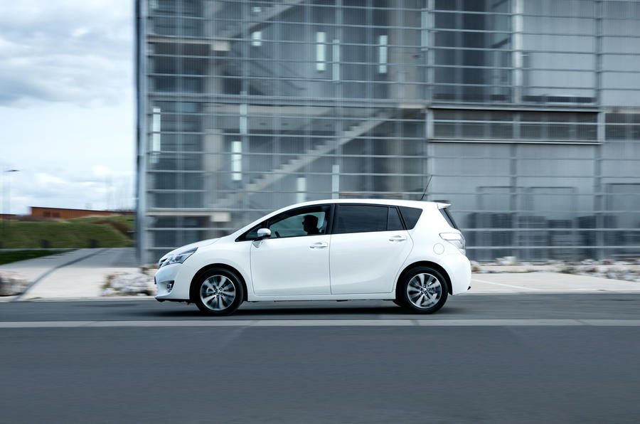 Toyota Verso side profile