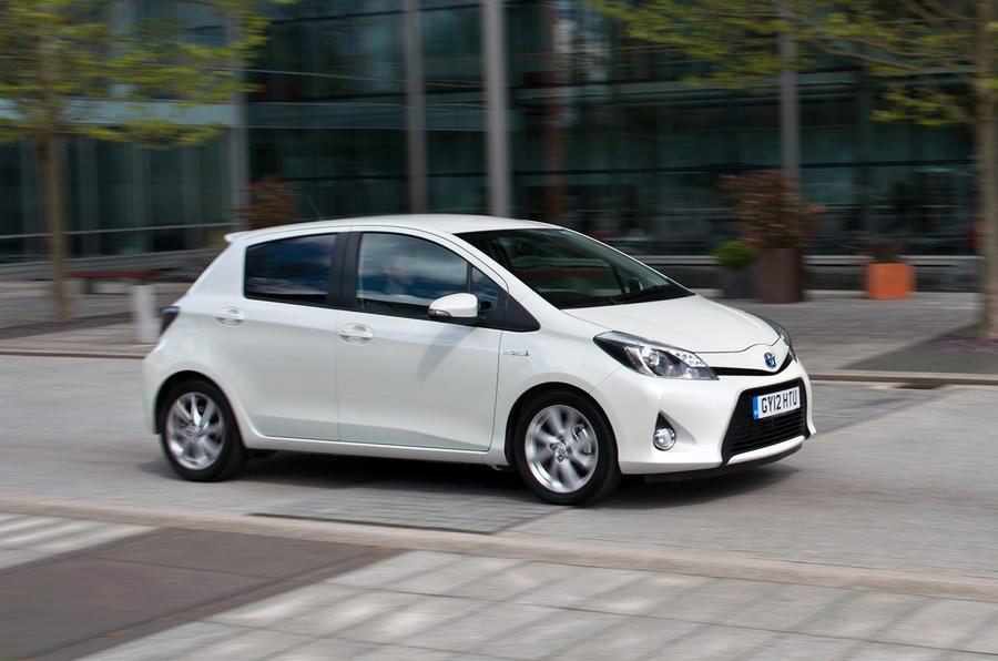 toyota yaris hybrid first uk drive. Black Bedroom Furniture Sets. Home Design Ideas