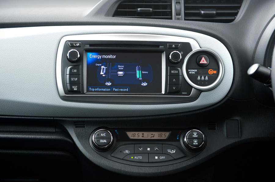 Toyota Yaris Hybrid infotainment