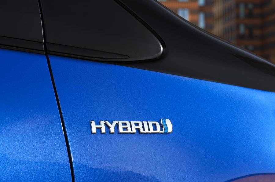 Toyota Yaris Hybrid badging