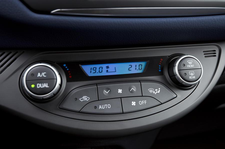 Toyota Yaris Hybrid climate controls
