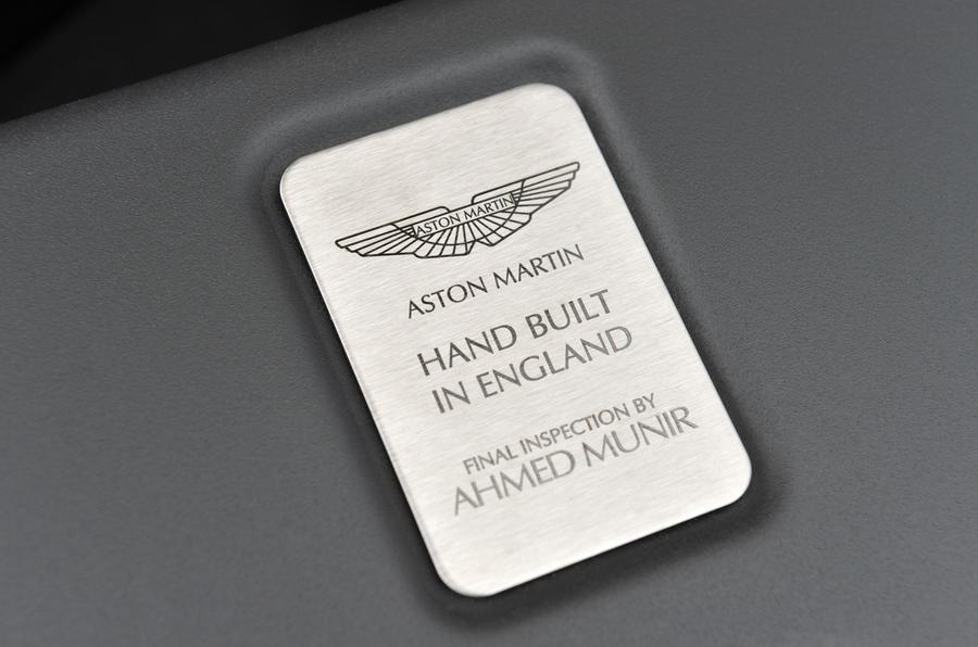 Aston Martin V12 Vantage S plaque