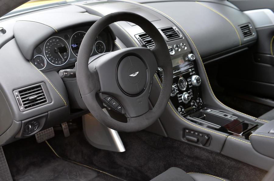 Aston Martin V12 Vantage S steering wheel