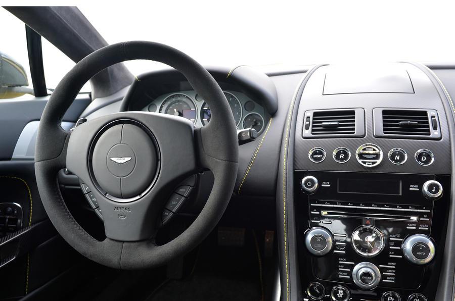 Aston Martin V12 Vantage S dashboard