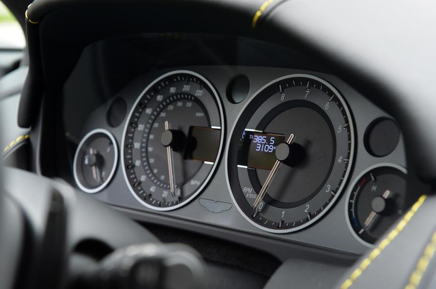 Aston Martin V12 Vantage S istrument cluster