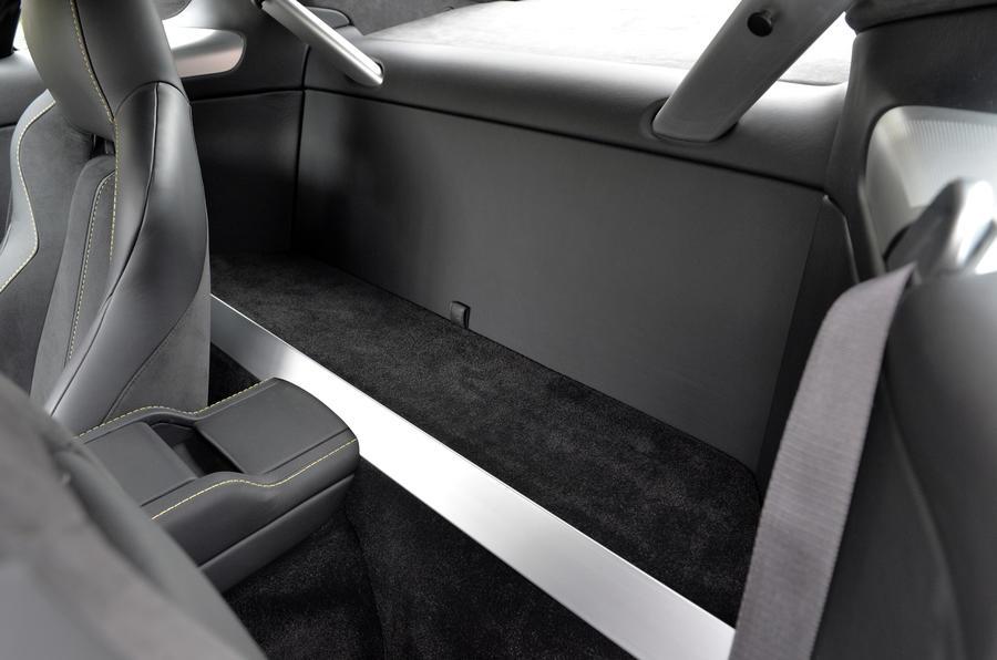 Aston Martin V12 Vantage S rear space