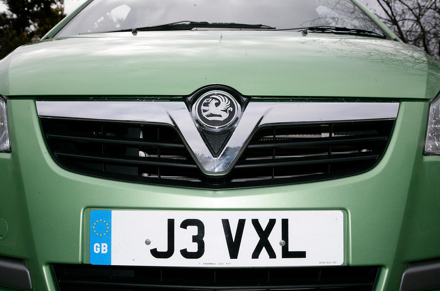 Vauxhall Agila front grille