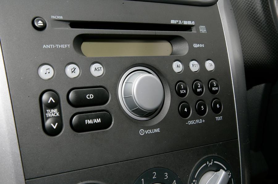 Vauxhall Agila centre console