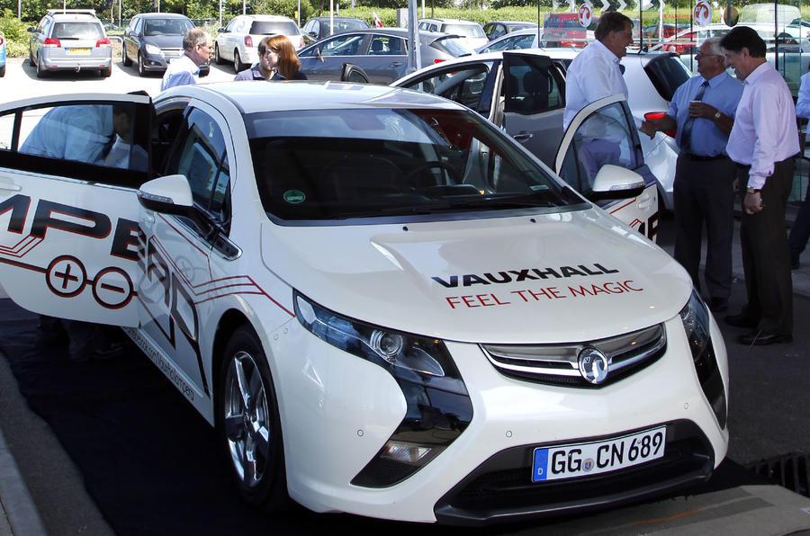 Vauxhall Ampera hits UK roads