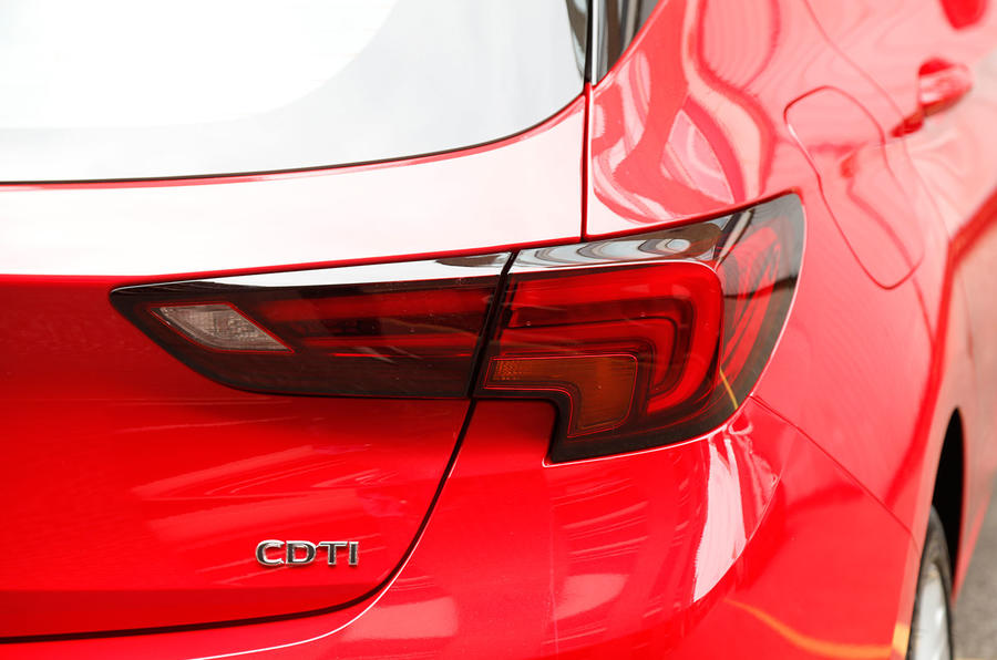 Vauxhall Astra blade-shaped tailights