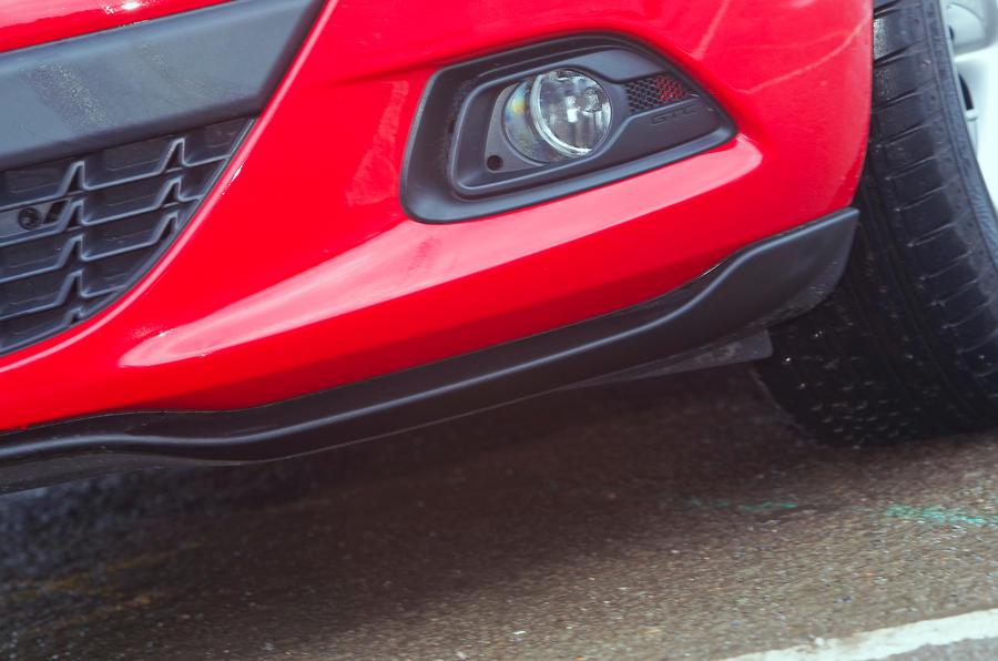 Vauxhall Astra GTC foglights