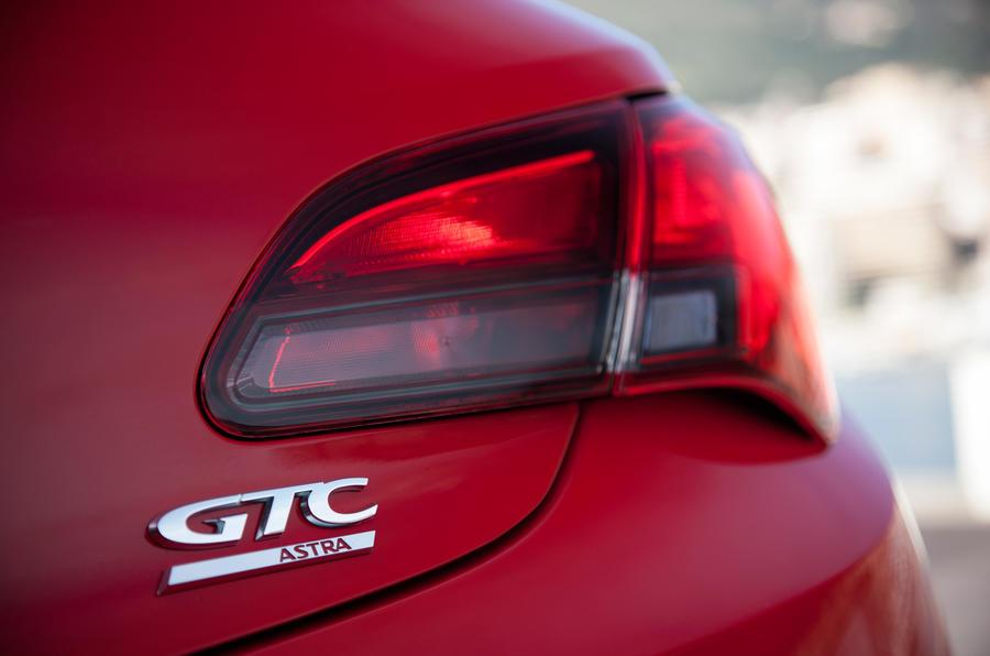 Vauxhall Astra GTC badging