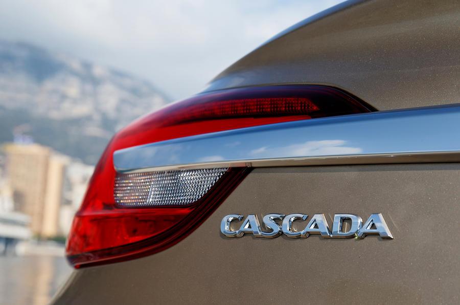 Vauxhall Cascada badging