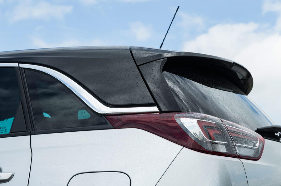 Vauxhall Crossland X floating roof line