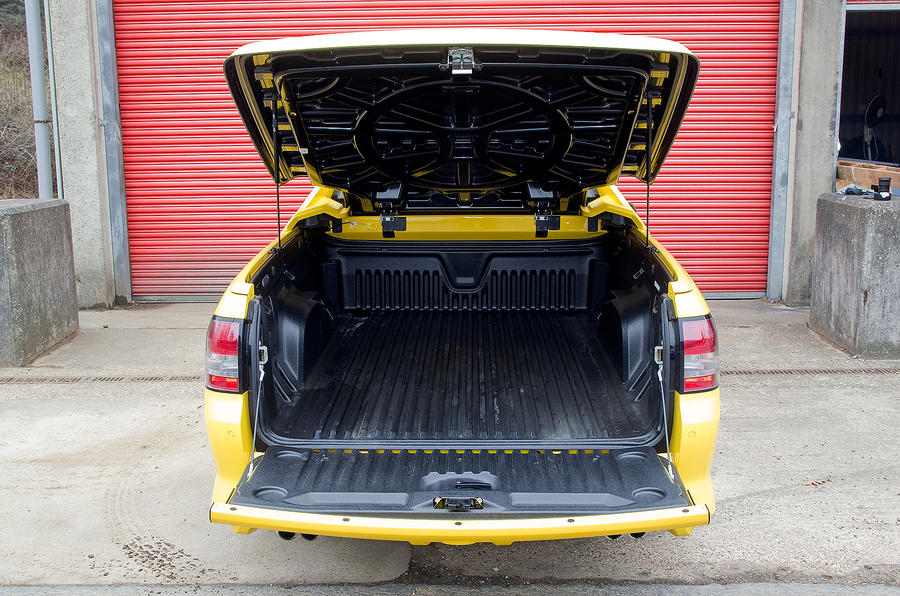 Vauxhall VXR8 Maloo rear load space