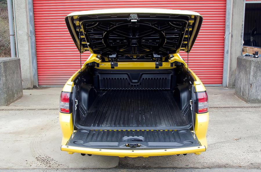 Vauxhall VXR8 Maloo rear load space