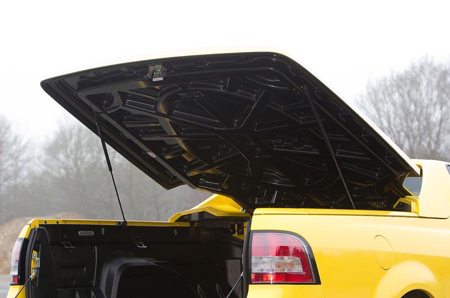 Vauxhall VXR8 Maloo tonneau cover