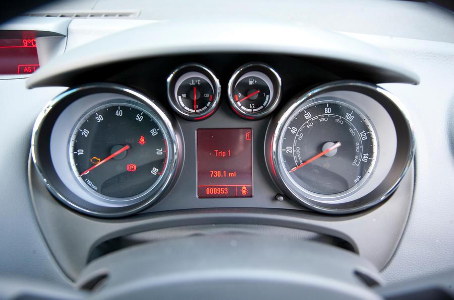 Vauxhall Meriva instrument cluster
