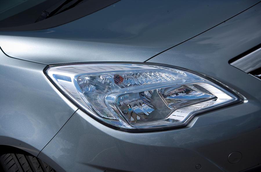 Vauxhall Meriva headlight