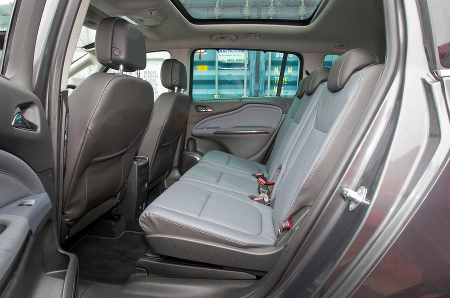 Car Floor Carpet >> Vauxhall Zafira Tourer interior | Autocar