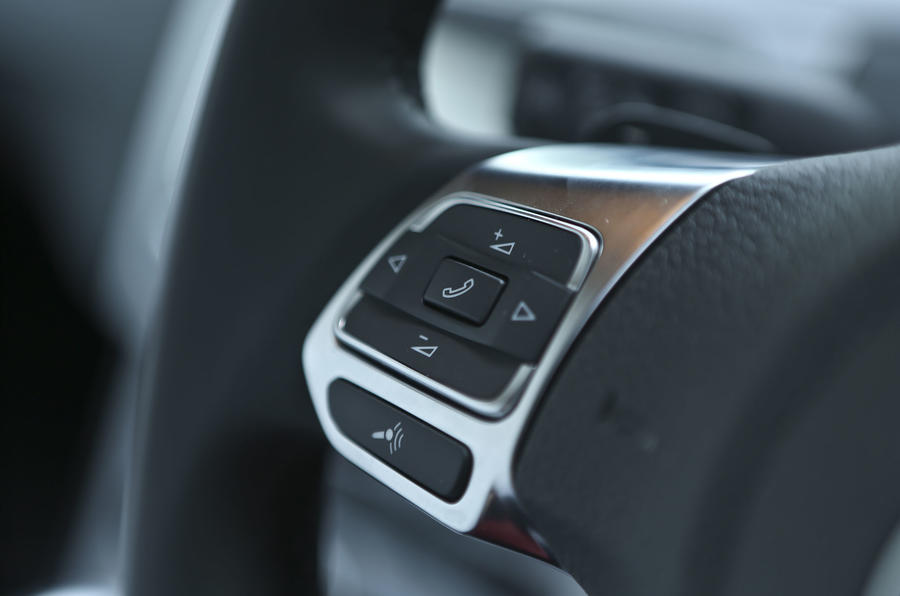 Volkwagen CC steering wheel controls