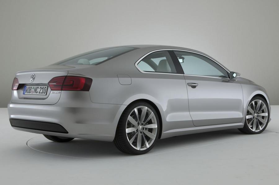 VW plans sporty hybrids