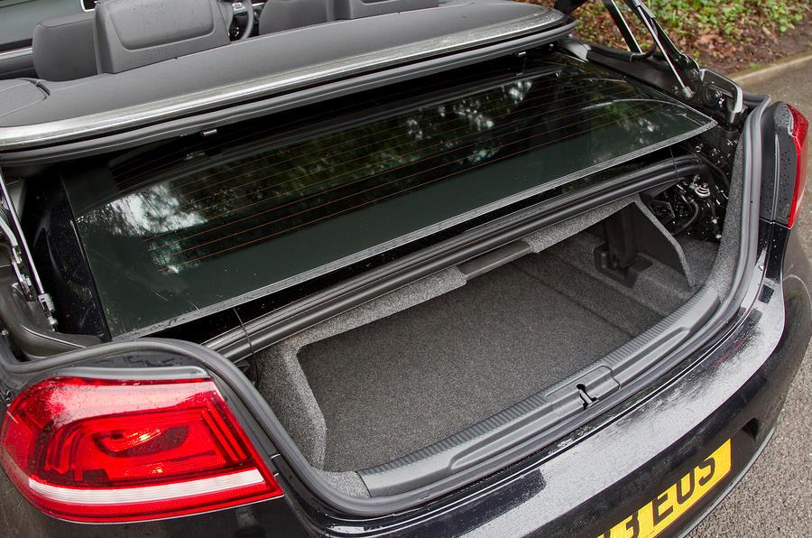 Volkswagen Eos boot space