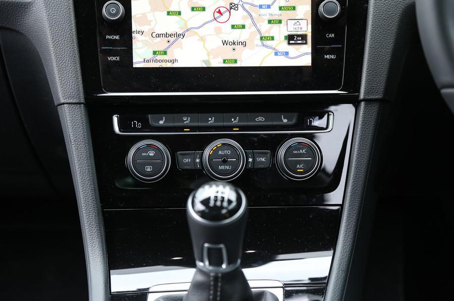 Volkswagen Golf centre console