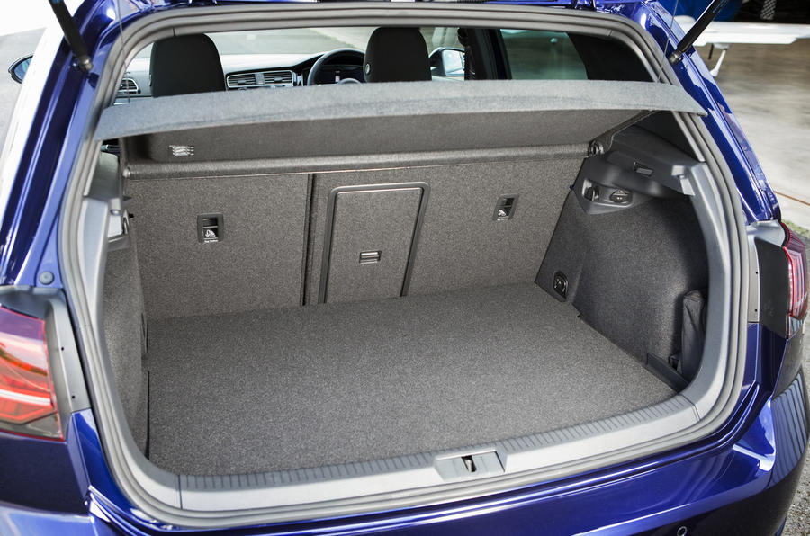Volkswagen Golf GTE boot space
