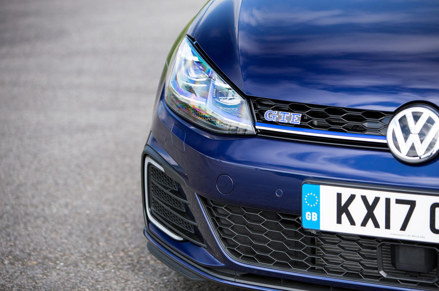 Volkswagen Golf GTE LED headlights